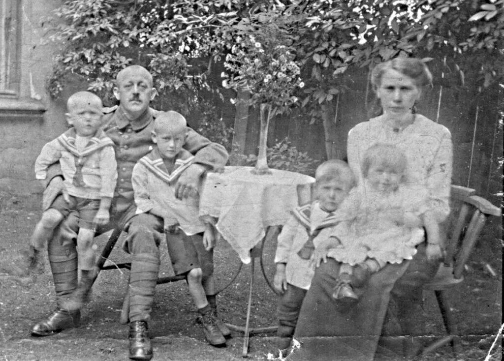 Olfen Großeltern mit Kindern um 1917