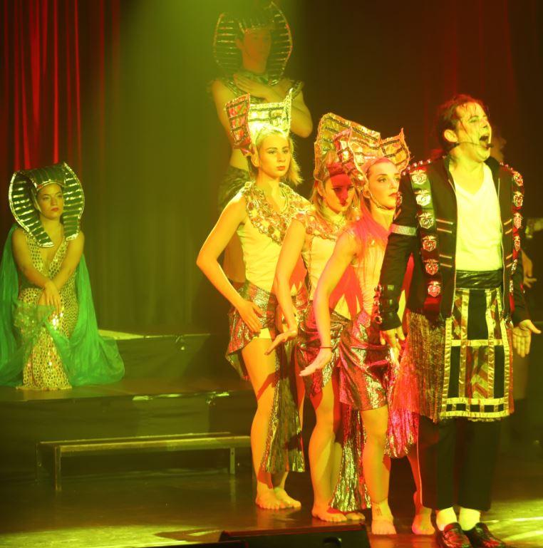 Eine opulente vielfarbige Musik- und Bühnenshow erinnerte an das künstlerische Schaffen von Michael Jackson.