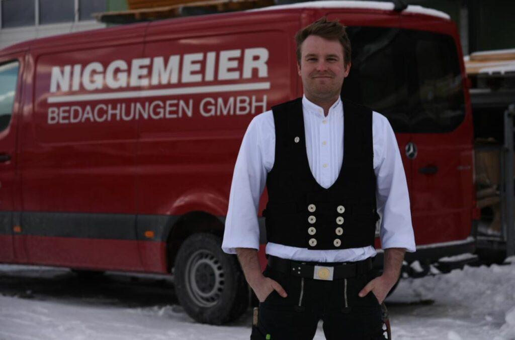 Florian Bergmann hat gerade seine Prüfung zum Dachdeckerund Klempnermeister erfolgreich abgeschlossen