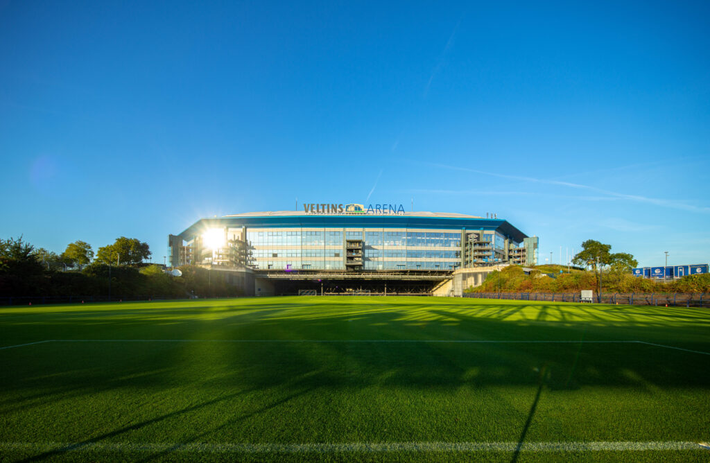 FC Schalke 04, VELTINS-Arena, Außen, Rasenbeleuchtung, 18.09.2020