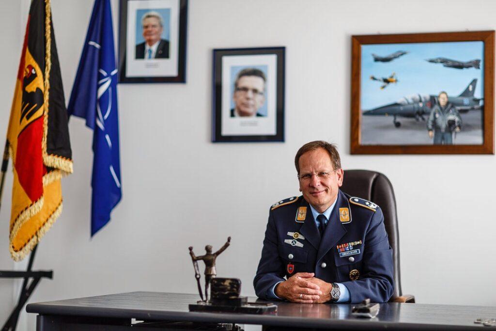 Volker Engelmann in seinem ehemaligen Dienstzimmer