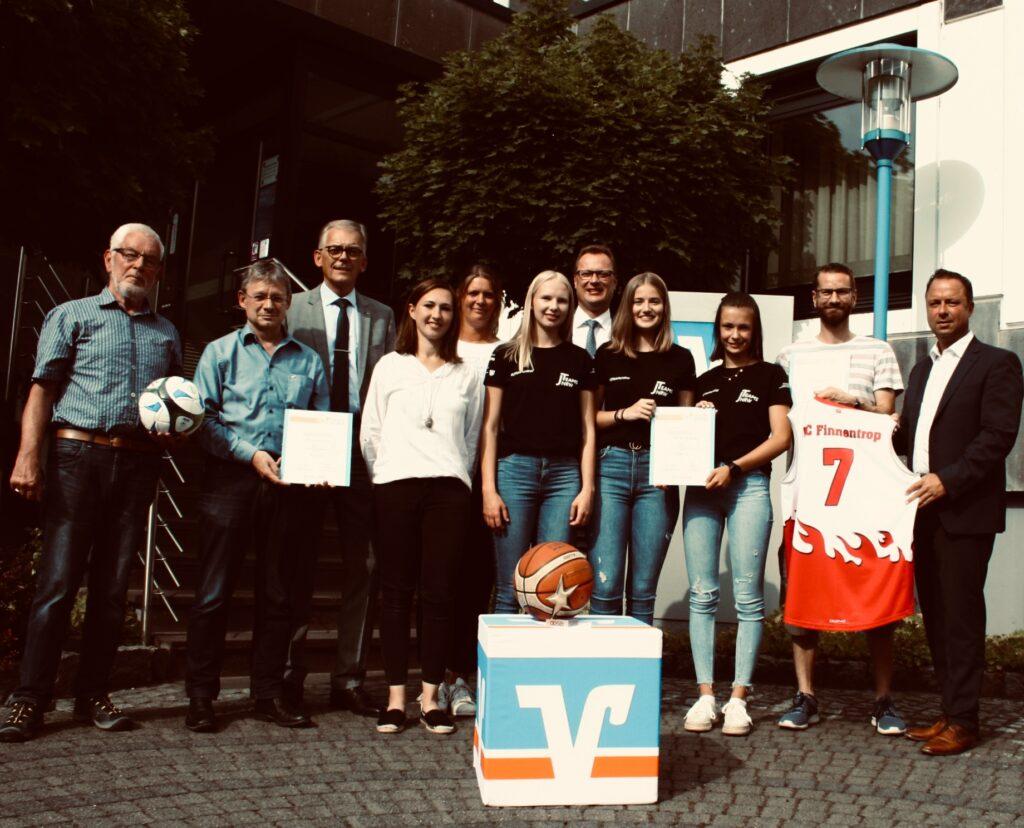 """Vor zwei Jahren sicherten sich der FC Finnentrop mit seinem Basketballteam """"Black Fire"""" die Sterne des Sports in Bronze."""
