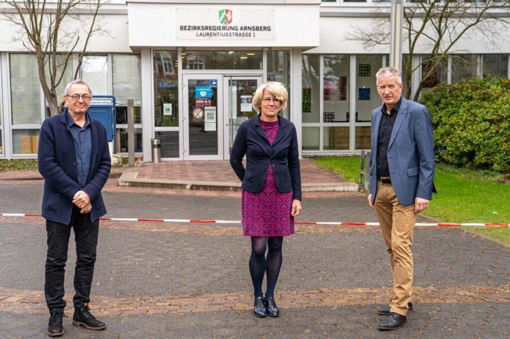 """""""Die Berufl iche Orientierung in den Schulen hat gesellschaftliche Bedeutung"""": Ingo Maschoty, Maria Büse-Dallmann und Andreas Kremer (v. l.)."""