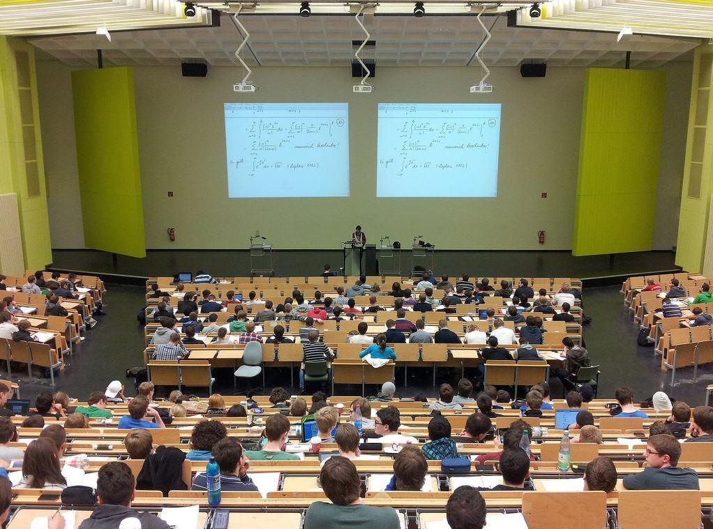 Die Studiengänge beim dualen Studium beziehen sich primär auf die Bereiche Technik, Wirtschaft und Gesundheitswesen.