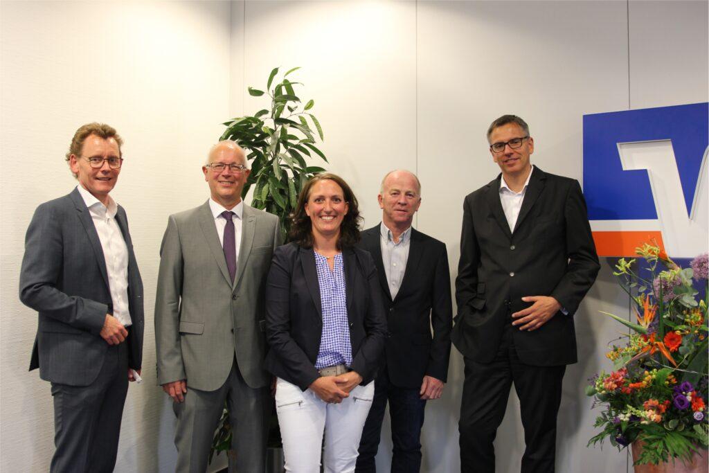 Aufsichtsratsmitglieder und Vorstände der Volksbank im Hochsauerland  v.l.n.r.: Dirk Schulte (Vorstand), Josef Schörmann, Lioba Kotthoff, Thomas Klauke, Dr. Stefan Eckhardt (Vorstand)