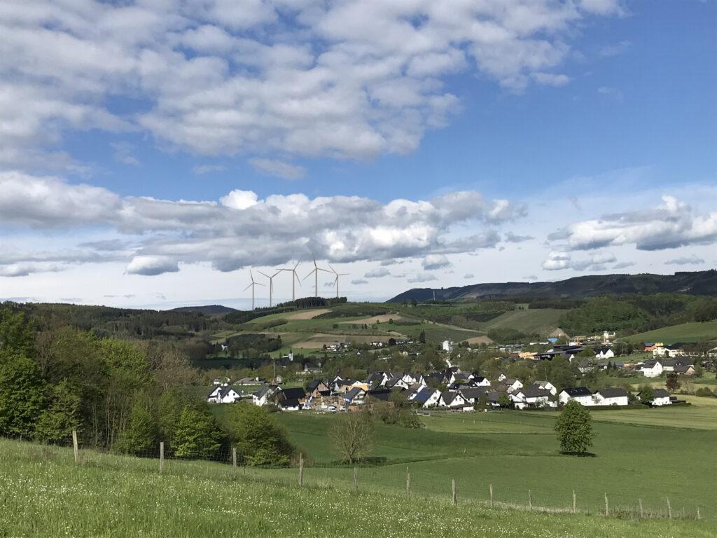 Blick auf die geplanten Windkraftanlagen