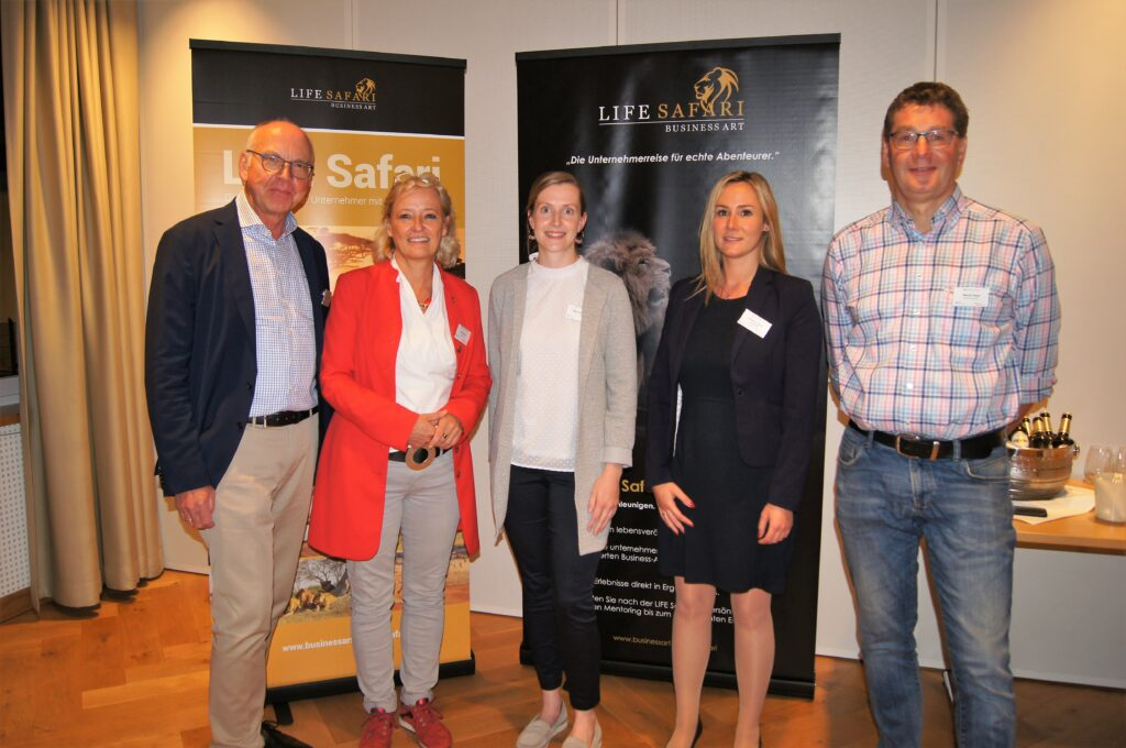 (v.l.n.r.) Heinz-Josef Harnacke (1. Vorsitzender SUZ), Referentin Vera Peters, Maria Hoffmann (SUZ), Katharina Behle-Suerbier (SUZ) und Meinolf Hesse (2. Vorsitzender SUZ)