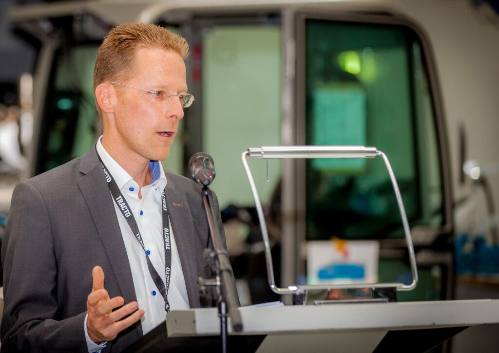 Tobias Metten, Vorsitzender von »Sauerland Initiativ«, begrüßte die Gäste der Mitgliederversammlung bei der TRACTO-TECHNIK GmbH & Co. KG in Lennestadt.